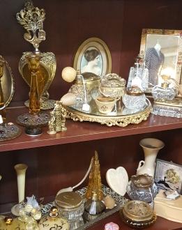 Lady's vanity items