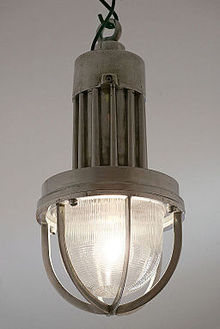 Industrial_Holophane_pendant_light